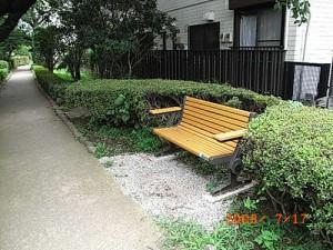 上馬五丁目、蛇崩川緑道ベンチ設置