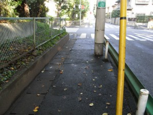 上用賀六丁目、用賀小と関東中央病院の間の歩道の路面改修による安全対策