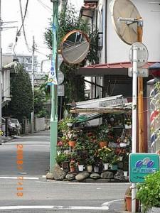 宮坂二丁目経堂本町通りの安全対策のためカーブミラー設置