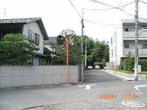 宮坂一丁目見通しの悪い路上へのカーブミラー設置と安全対策