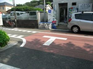 桜丘二丁目伊丹外科前T字路の見通しの悪い路上への安全対策