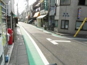 桜丘二丁目宮前通りの白線、停止位置表示の強調