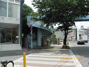 桜丘五丁目笹原小学校前歩道橋の階段の安全対策