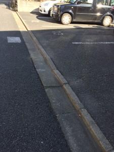 桜丘2丁目桜樹公園前駐車場の側溝のガタ付きを改修